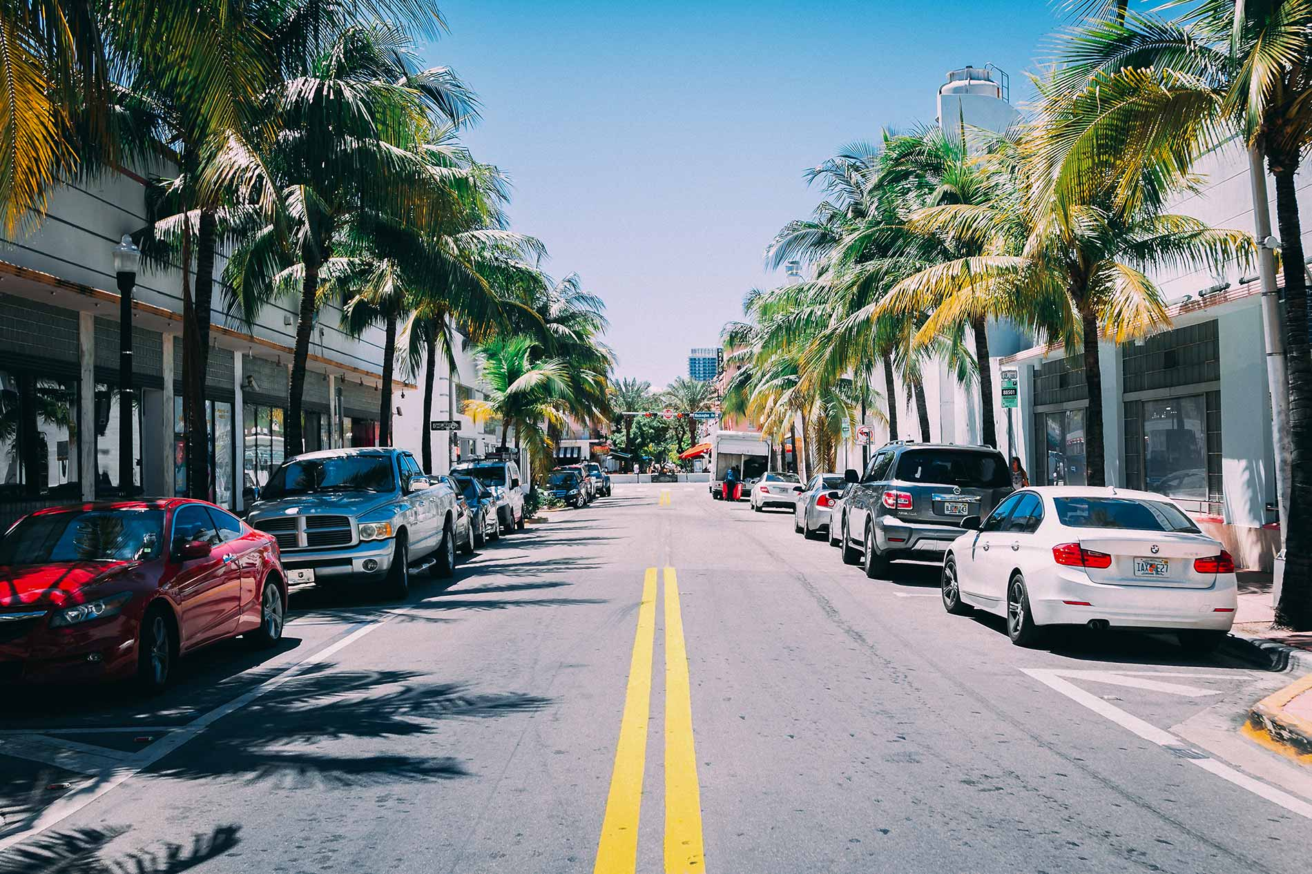 Picture of a street in Miami Beach with cars parked