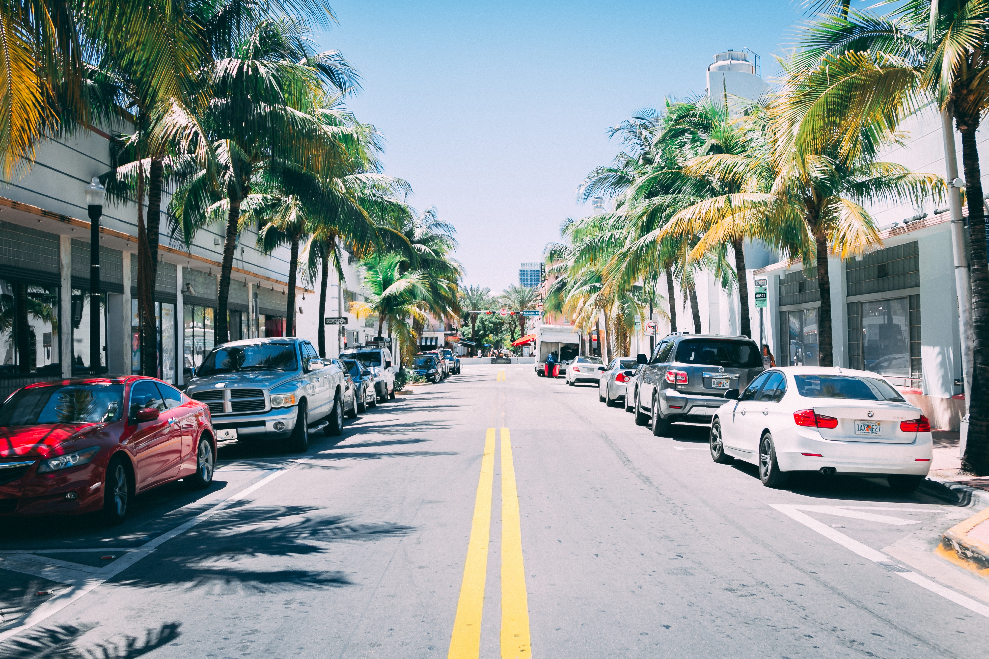 Picture of the middle of the street in Miami Beach